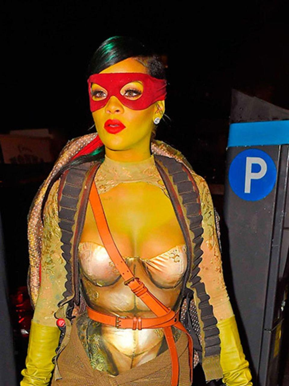 <p>Rihanna dresses up as a Teenage Mutant Ninja Turtle for Halloween in New York, October 2014.</p>