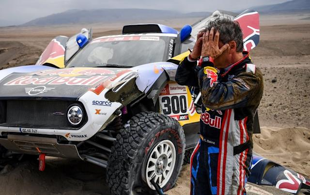 "#300 X-Raid Mini JCW Team: Carlos Sainz tras su accidente <span class=""copyright"">Red Bull Content Pool</span>"