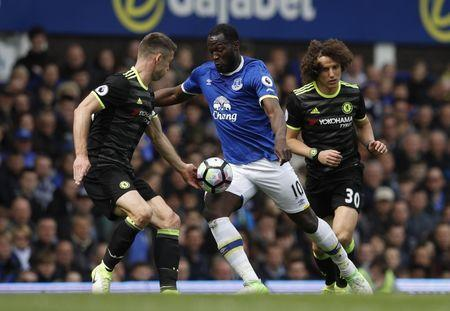 Britain Football Soccer - Everton v Chelsea - Premier League - Goodison Park - 30/4/17 Everton's Romelu Lukaku in action with Chelsea's Gary Cahill and David Luiz Reuters / Phil Noble Livepic