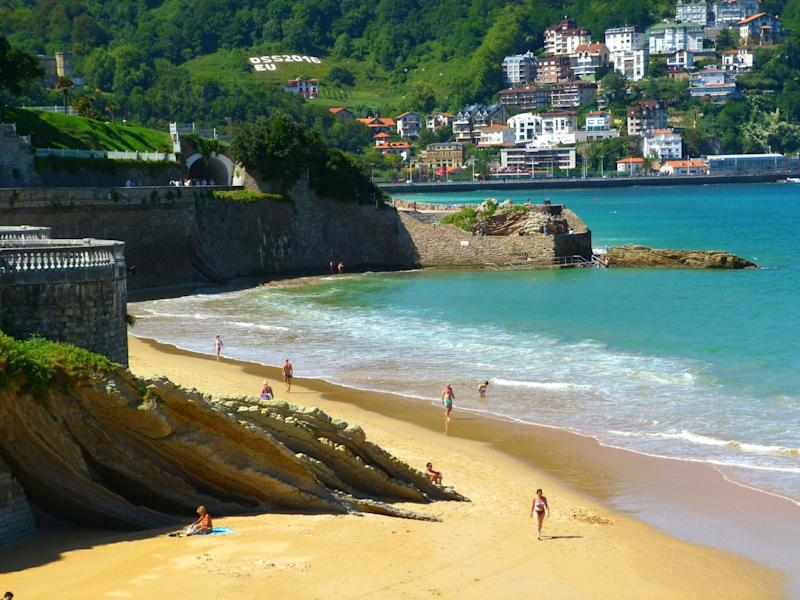 """<a href=""""https://www.tripadvisor.com/Attraction_Review-g187457-d675885-Reviews-La_Concha_Beach-San_Sebastian_Donostia_Province_of_Guipuzcoa_Basque_Country.html"""" target=""""_blank"""">La Concha Beach</a> is described as a """"pristine"""" beach by one TripAdvisor reviewer, and boasts hillside, ocean-view villas along its curves.<strong><br /><br />Nearby beachfront hotel:</strong><a href=""""https://www.tripadvisor.com/Hotel_Review-g187457-d236174-Reviews-Hotel_de_Londres_y_de_Inglaterra-San_Sebastian_Donostia_Province_of_Guipuzcoa_Basque_Co.html"""" target=""""_blank"""">Hotel de Londres y de Inglaterra</a>,from $172 per night"""