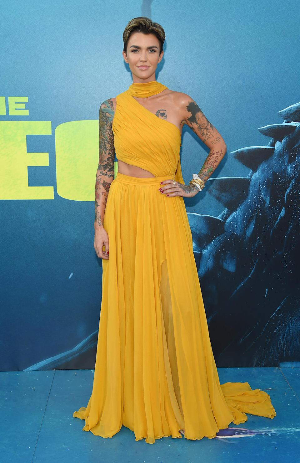 <p>Showcasing her taut tum in a cutaway Prabal Gurung gown, Ruby Rose looked as flawless as ever on the blue carpet this month. <em>[Photo: Getty]</em> </p>