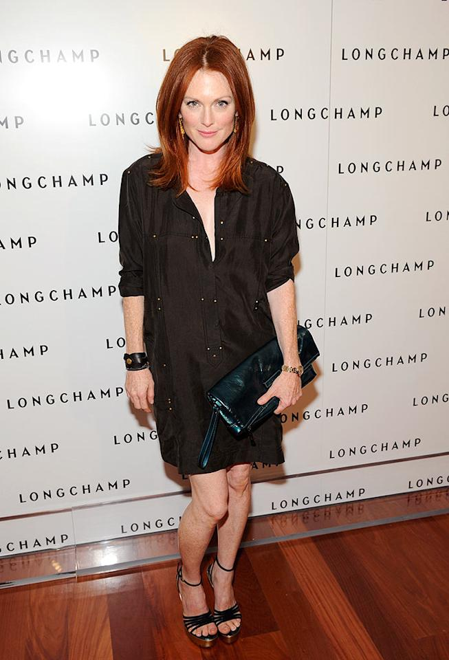 "Julianne Moore's fiery red hair ignites her look. Shawn Ehlers/<a href=""http://www.wireimage.com"" target=""new"">WireImage.com</a> - July 14, 2008"