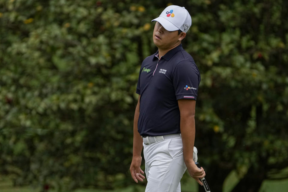 CORRECTS SPELLING OF NAME TO SI, NOT IS - Si Woo Kim, of South Korea, reacts to a missed putt on the 10th green during the second round of the Masters golf tournament on Friday, April 9, 2021, in Augusta, Ga. (AP Photo/Gregory Bull)