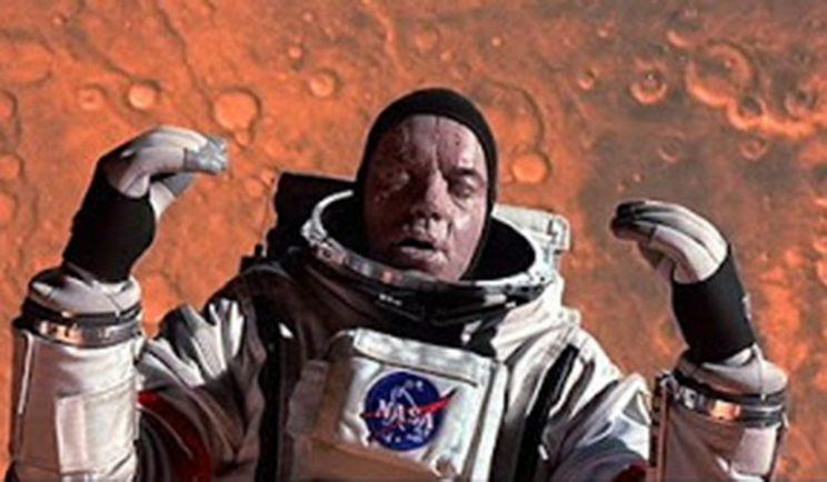 Tim Robbins instantly becomes a block of ice in 'Mission to Mars' - Credit: Touchstone Pictures