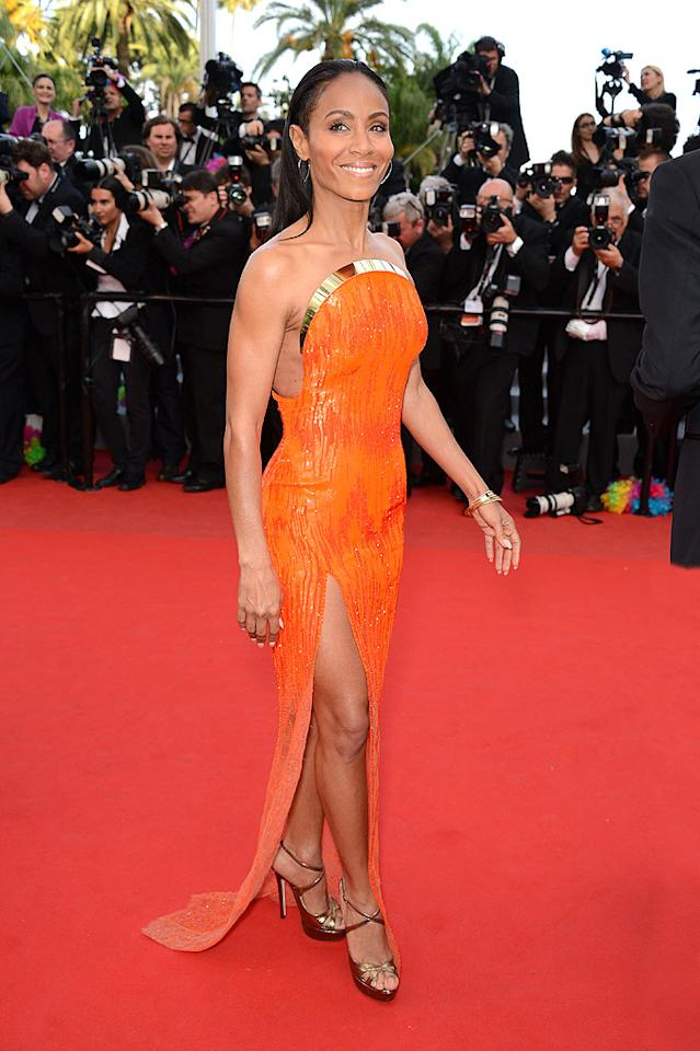 "Jada Pinkett Smith finds herself in 2 Hot 2 Handle for the second consecutive week thanks to the Atelier Versace gown she wore to the <a target=""_blank"" href=""http://movies.yahoo.com/movie/madagascar-3-europes-most-wanted/"">""Madagascar 3""</a> unveiling at the Cannes Film Festival. The pint-size beauty perfectly paired her gold-accented tangerine dream with metallic Jimmy Choo sandals and a smile. (5/18/2012)"