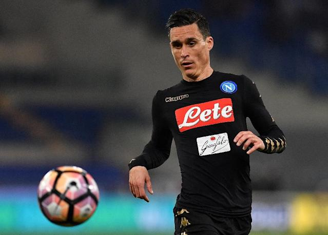 Napoli's forward from Spain Jose Maria Callejon eyes the ball during the Italian Serie A football match Lazio vs Napoli on April 9, 2017 at the Olympic stadium in Rome (AFP Photo/ALBERTO PIZZOLI)
