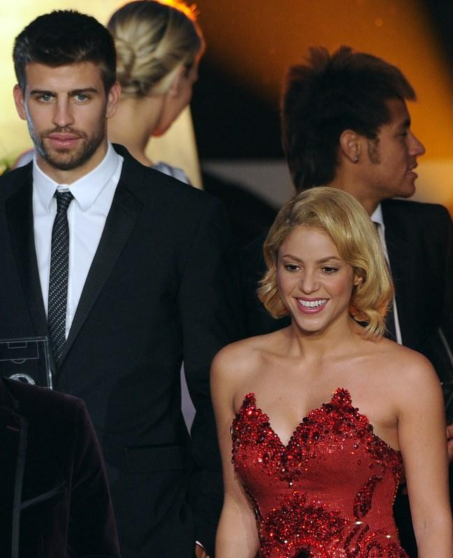 Barcelona defender Gerard Pique (L) arrives with his companion, Colombian singer Shakira (R), on January 9, 2012 for the FIFA Ballon d'Or award at the Kongresshaus in Zurich. AFP PHOTO / FRANCK FIFE