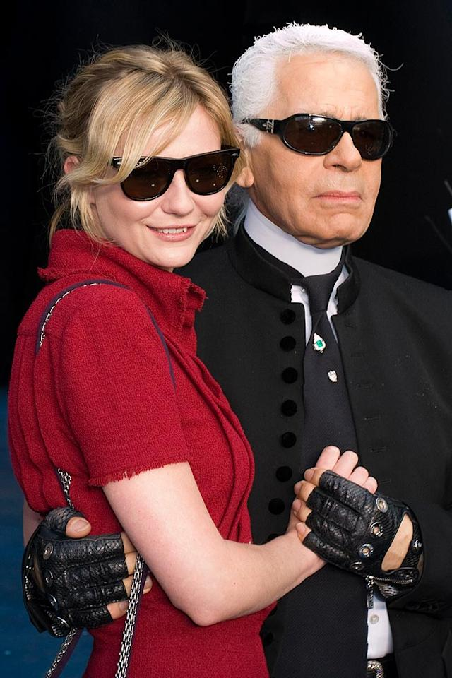 """Kirsten Dunst poses with Karl Lagerfeld backstage at the Chanel fashion show in Paris. Karl may give Michael Jackson a run for the title of """"The Gloved One."""" <a href=""""http://www.splashnewsonline.com/"""" target=""""new"""">Splash News</a> - October 4, 2007"""
