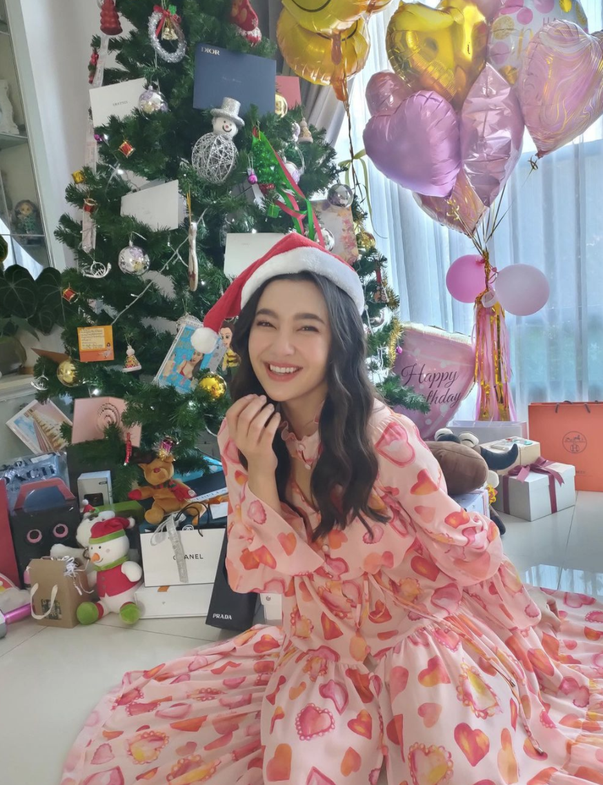 "This Christmas, Thai actress Bella Ranee captioned this shot: ""I'm full of love."" (PHOTO: Bella Ranee Instagram)"