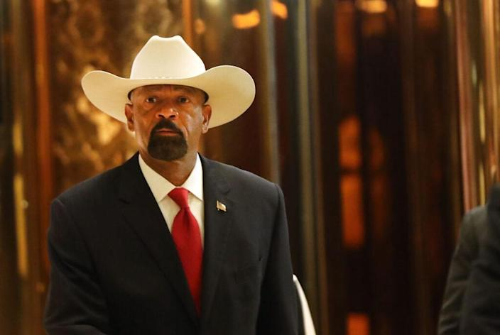 Milwaukee County Sheriff David Clarke leaves Trump Tower on November 28, 2016 in New York City. President-elect Donald Trump and his transition team are in the process of filling cabinet and other high level positions for the new administration. (Photo by Spencer Platt/Getty Images)