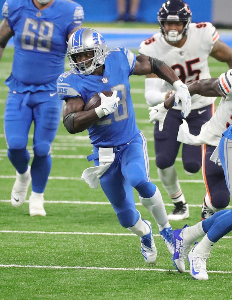 Lions running back Adrian Peterson runs for a first down against the Bears during the first half at Ford Field on Sunday, Sept. 13, 2020.
