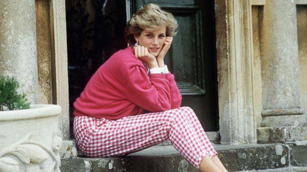 PHOTO: Princess Diana sitting on the steps of her home at Highgrove, Gloucestershire, U.K., July 18, 1986. (Tim Graham/Getty Images)