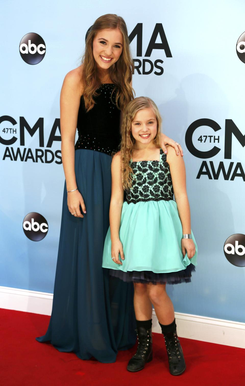 Actresses Lennon and Maisy Stella pose on arrival at the 47th Country Music Association Awards in Nashville, Tennessee November 6, 2013. REUTERS/Eric Henderson (UNITED STATES - Tags: ENTERTAINMENT)