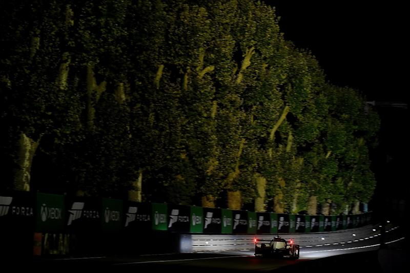 Le Mans H8: Lopez leads in #7 Toyota as night falls