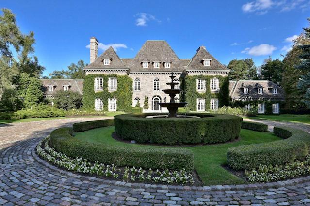 <p>No. 4: <span>68 The Bridle Path, Toronto, Ontario</span><br> List price: $35,000,000<br> If you recognize this mansion, it may be because it appeared at No. 2 on our ranking of <span>Ontario's most expensive homes</span>. This stately home has a classic Versailles style, with a central hall, formal dining room, tennis court with night lighting and sauna.(Photo: Barry Cohen Homes) </p>