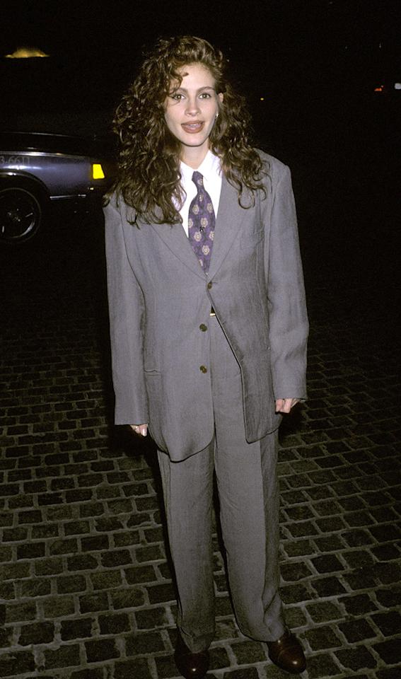 """1. 47th Annual Golden Globe Awards (1990)   In the early '90s, menswear-inspired ensembles were all the rage, though very few women could pull off the look. Needless to say, Julia Roberts was not one of them.    <a href=""""http://twitter.com/YahooMovies"""">Follow Yahoo! Movies on Twitter!</a>    <a href=""""http://twitter.com/lifeontheMlist"""">Follow Matt Whitfield on Twitter!</a>"""