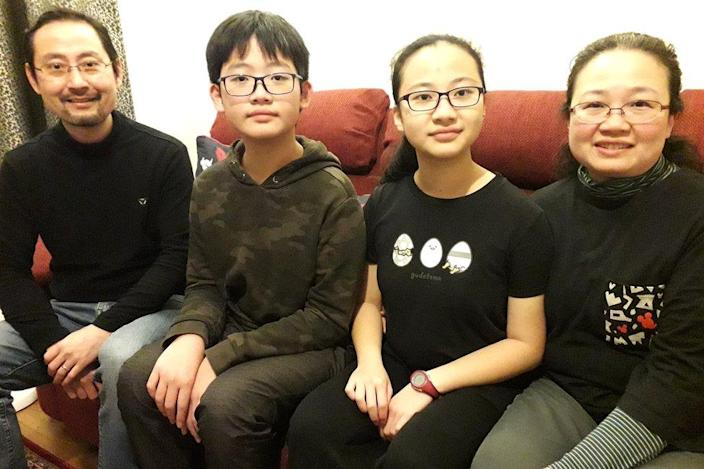 Andy Li (L) and Teri Wong (R) with their children