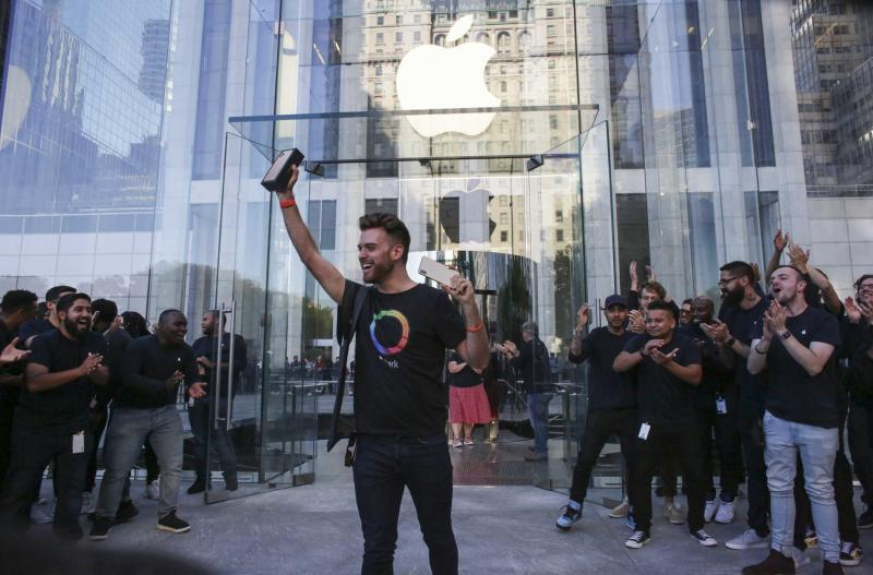 The first costumer to buy an iPhone 11 exits from the newly renovated Apple Store at Fifth Avenue on September 20, 2019 in New York City. (Photo by Kena Betancur / AFP) (Photo credit should read KENA BETANCUR/AFP/Getty Images)