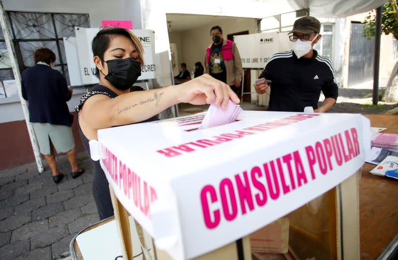 FILE PHOTO: Referendum to decide whether to investigate five of former Mexican leaders in Mexico City