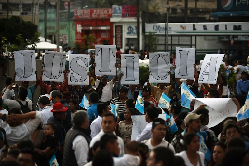 Supporters of the Renewed Democratic Liberty opposition party (LIDER) take part in a vigil in Guatemala city on July 22, 2015