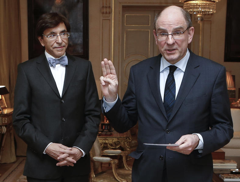 Belgium's newly appointed Minister of Finance Koen Geens, right, takes the oath of office in front of Belgium's Prime Minister Elio Di Rupo at the Royal Palace in Brussels on Tuesday, March 5, 2013. Geens was appointed on Tuesday after Belgium's Minister of Finance Steven Vanackere resigned. (AP Photo/Bruno Fahy, Pool)