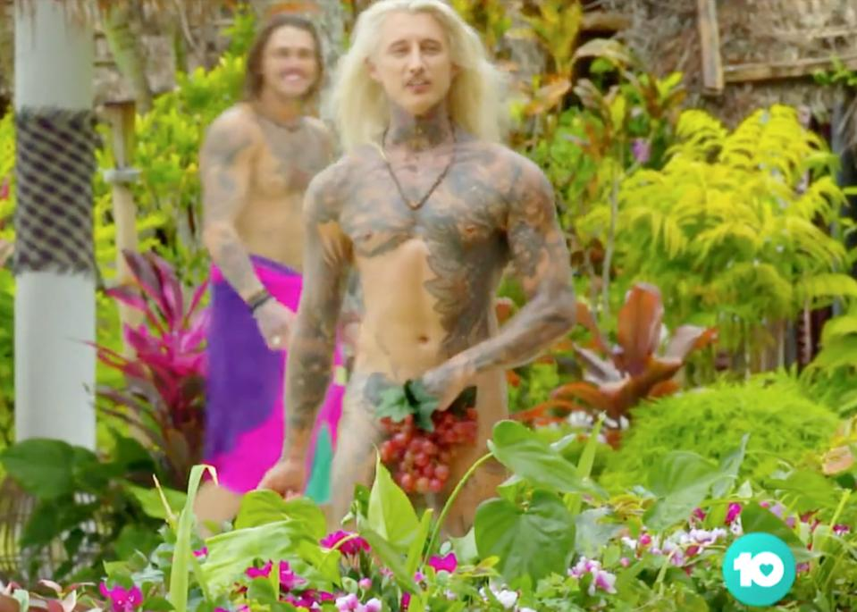 Ciarran Stott naked on bachelor in paradise
