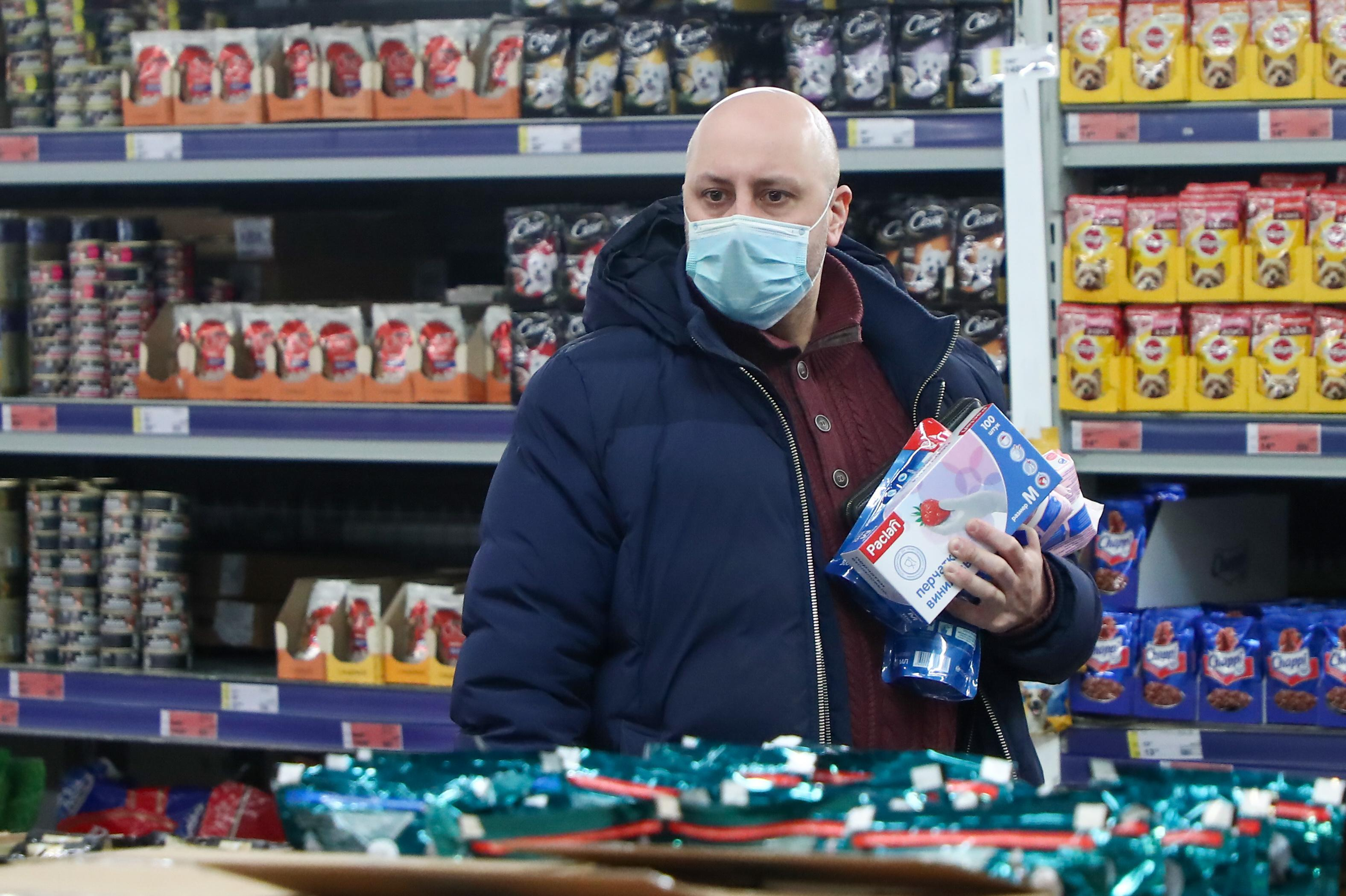 MOSCOW, RUSSIA - MARCH 26, 2020: A customer in a face mask shopping in a Metro Cash and Carry store. Many shopping malls have implemented measures to reduce crowding amid the ongoing COVID-19 coronavirus pandemic. Anton Novoderezhkin/TASS (Photo by Anton Novoderezhkin\TASS via Getty Images)