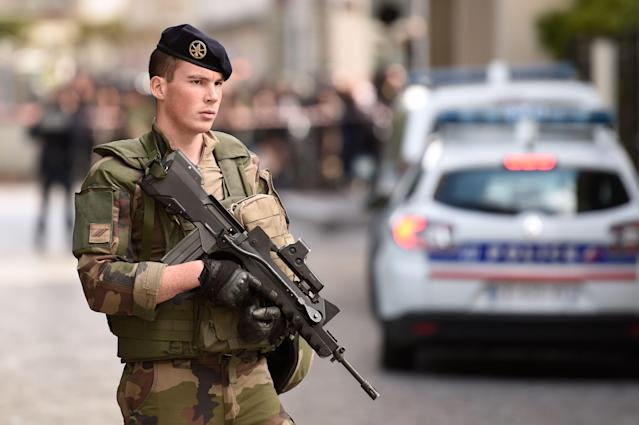 <p>An armed French soldier stands at the site where a car slammed into soldiers in Levallois-Perret, outside Paris, on August 9, 2017. (Photo: Stephane de Sakutin/AFP/Getty Images) </p>