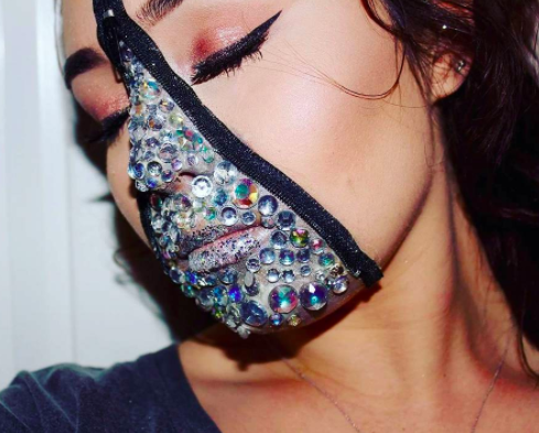 <p>If glitter is a no-go then why not take the look a step further and don faux jewels? <em>[Photo: Instagram]</em> </p>