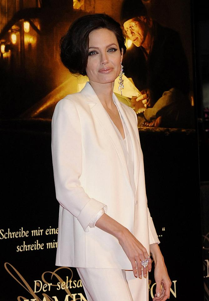 """Speaking of catastrophes, take a peek at what Angelina Jolie's hairdresser did to her head! <a href=""""http://www.splashnewsonline.com"""" target=""""new"""">Splash News</a> - January 19, 2009"""