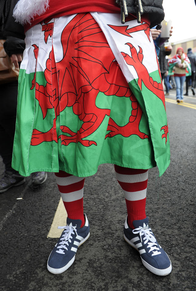 A Wales fan poses for a picture ahead of the Six Nations international rugby union match between Scotland and Wales at Murrayfield in Edinburgh, Scotland on Febuary 25, 2017. (AFP Photo/Andy Buchanan)