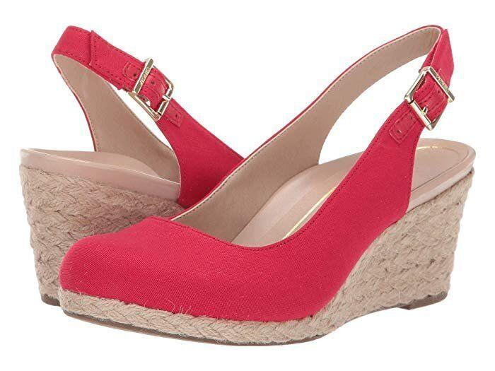 """<strong><a href=""""https://fave.co/2LlxWbw"""" target=""""_blank"""" rel=""""noopener noreferrer"""">Find it in five colors for $120 at Zappos.</a></strong>"""