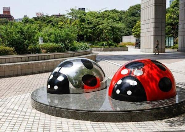 "▲Ladybug model called ""Tento Mushi"" created by Miyamoto Shinji in the Tokyo Metropolitan Government Building"