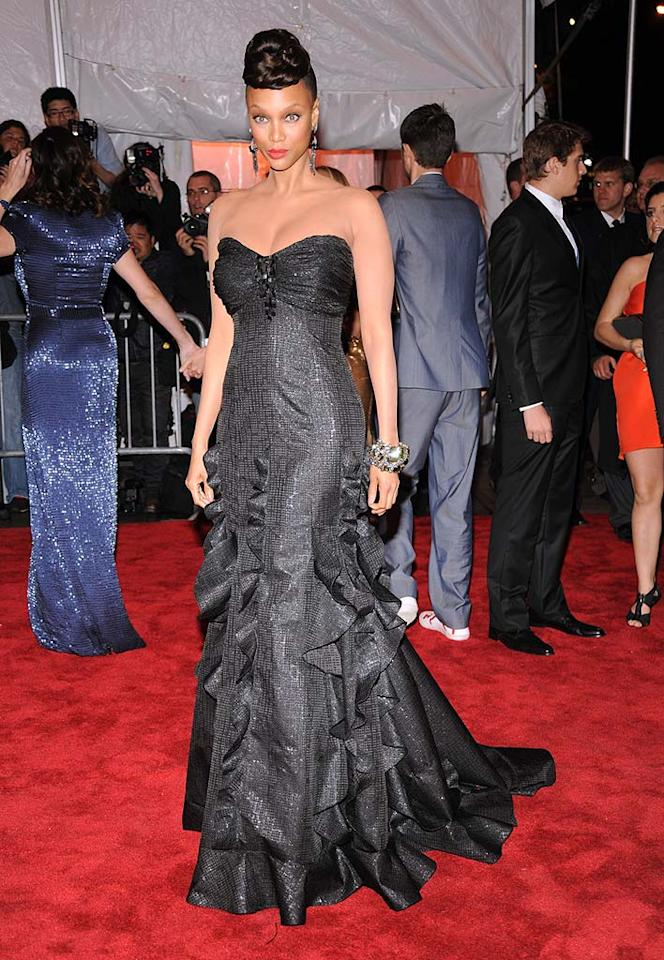 "Tyra Banks' Badgley Mischka dress was beautiful, but her hair and makeup were complete messes. Kevin Mazur/<a href=""http://www.wireimage.com"" target=""new"">WireImage.com</a> - May 1, 2009"