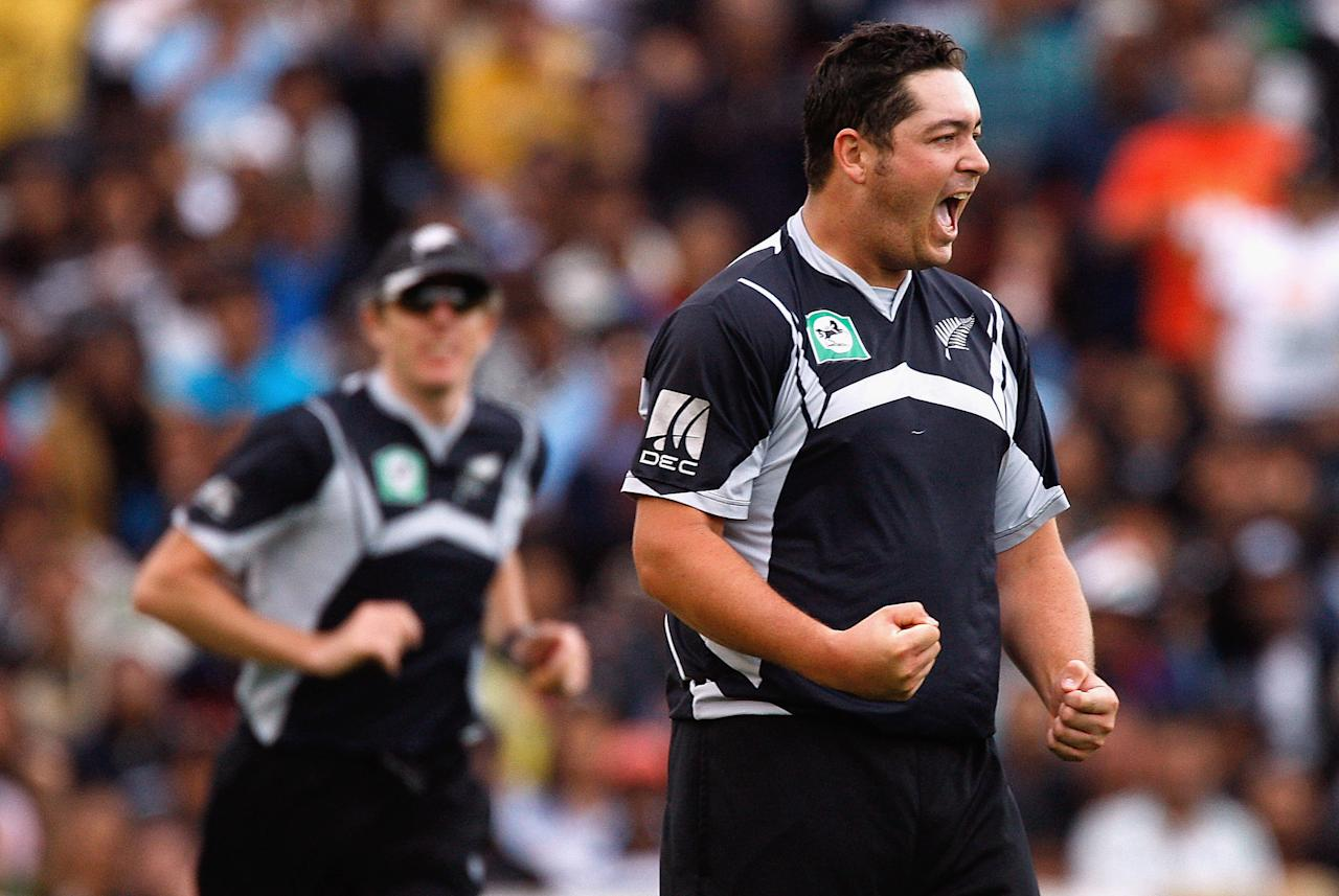 AUCKLAND, NEW ZEALAND - MARCH 14:  Jesse Ryder of New Zealand celebrates the wicket of Mahendra Singh Dhoni of India during the fifth one day international match between the New Zealand Black Caps and India at Eden Park on March 14, 2009 in Auckland, New Zealand.  (Photo by Hannah Johnston/Getty Images)