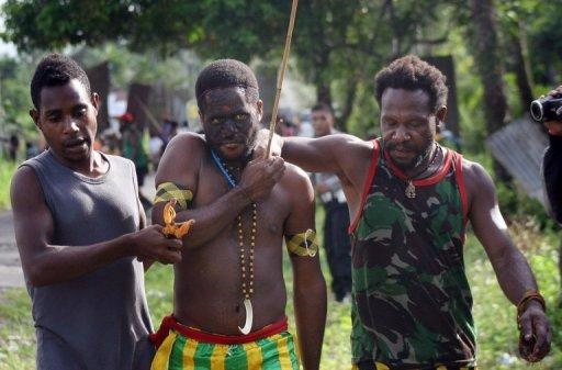 One tribesman was left with an arrow piercing his chest after the clashes on Monday