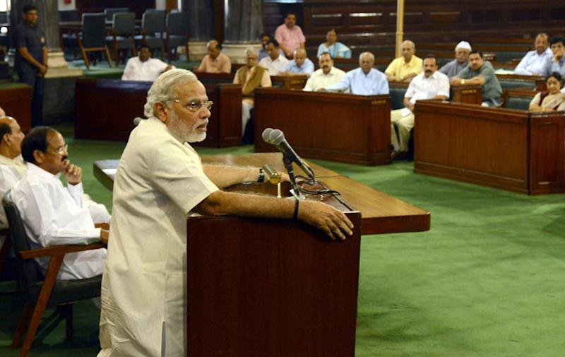 Indian Prime Minister Narendra Modi (L) addresses senior leaders of the Bharatiya Janata Party (BJP) during the BJP parliamentary party meeting in New Delhi on June 6, 2014 (AFP Photo/Raveendran)