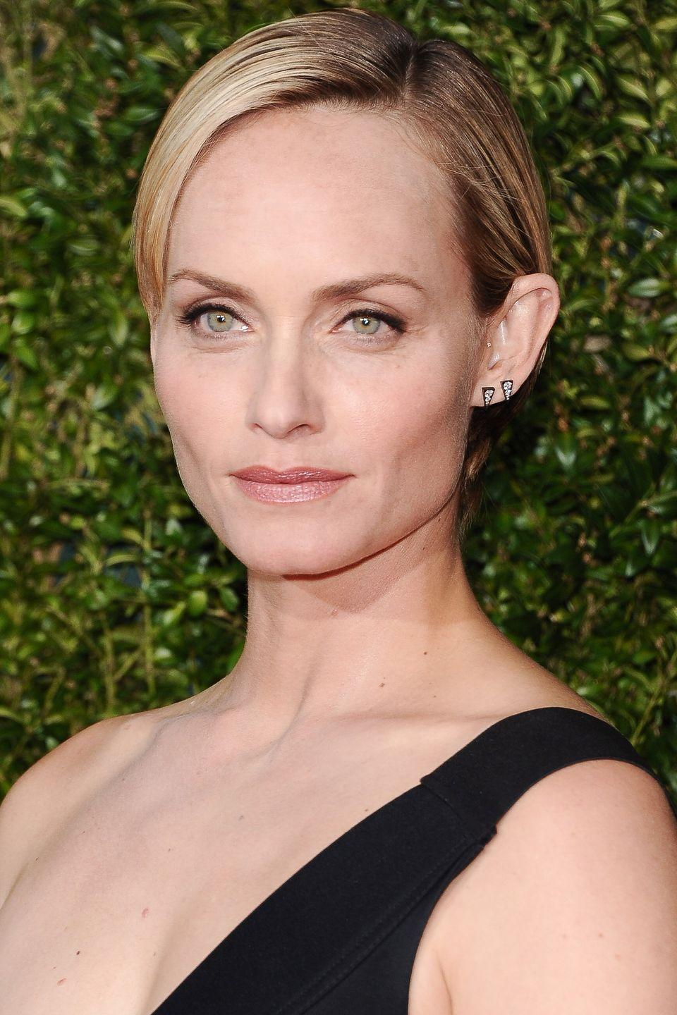 <p>Model Amber Valletta channels Old Hollywood glamour with her slicked side part. </p>