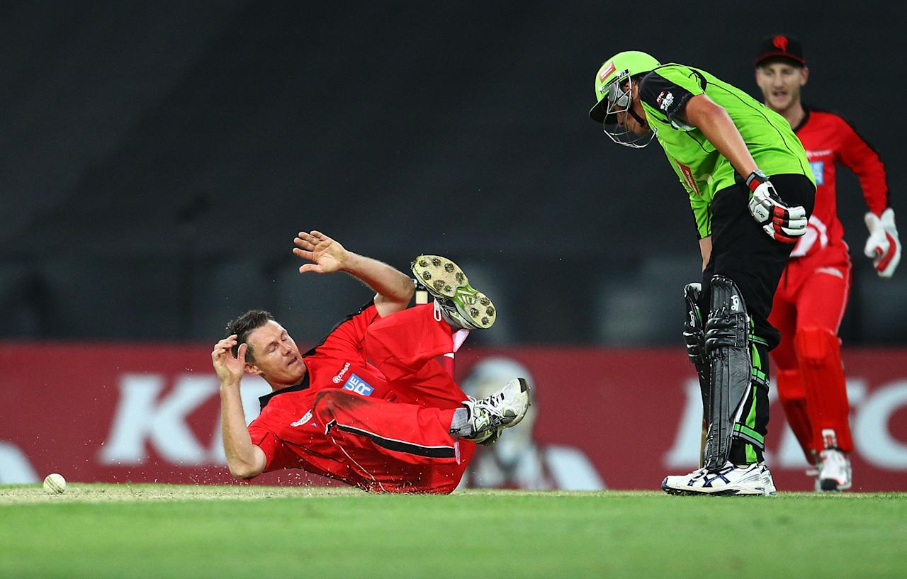 SYDNEY, AUSTRALIA - DECEMBER 14: Darren Pattinson of the Renegades attempts to catch Chris Tremain of the Thunder during the Big Bash League match between the Sydney Thunder and the Melbourne Renegades at ANZ Stadium on December 14, 2012 in Sydney, Australia.  (Photo by Mark Nolan/Getty Images)
