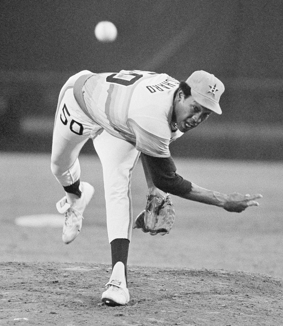 FILE - In this Sept. 28, 1978, file photo, Houston Astros J. R. Richard throws against the Atlanta Braves during a baseball game in Atlanta. Richard, a huge, flame-throwing right-hander who spent 10 years with the Astros before his career was cut short by a stroke, has died, the team announced, Thursday, Aug. 5, 2021.. He was 71. (AP Photo/Steve Helber)