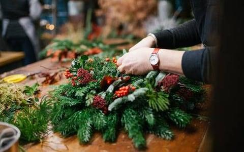 how make christmas wreath - Credit: Narcissus