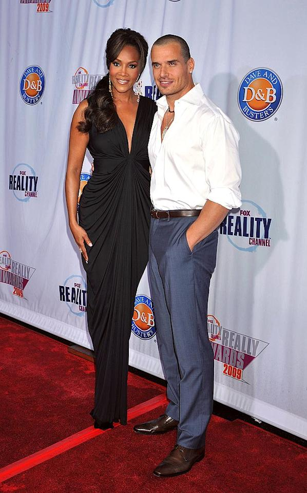 """The evening's host, Vivica A. Fox, cozied up to Antonio Sabato Jr. What do you think of the """"My Antonio"""" star's buzzcut? Jeffrey Mayer/<a href=""""http://www.wireimage.com"""" target=""""new"""">WireImage.com</a> - October 13, 2009"""
