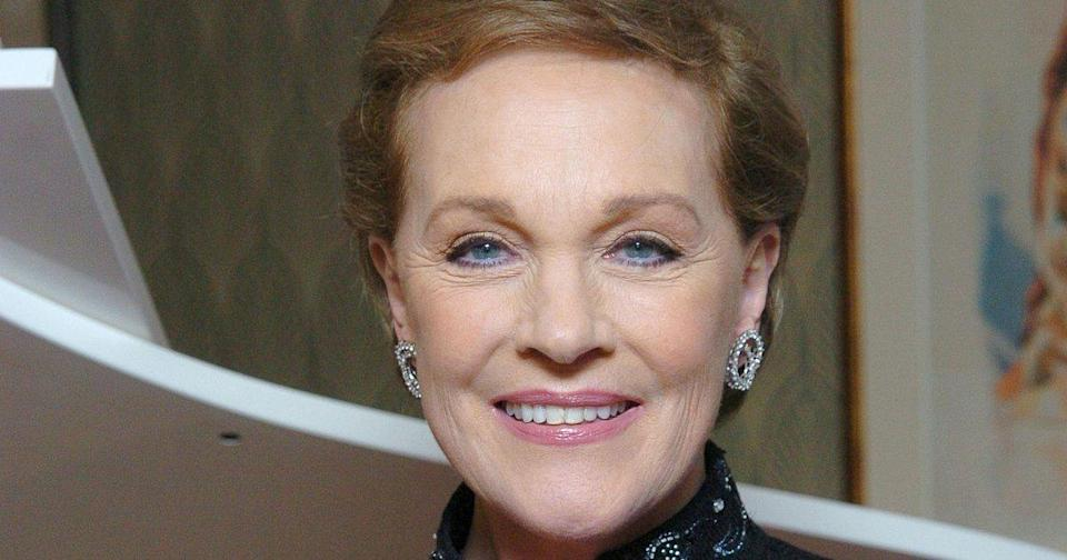 Julie Andrews 'Loved' Mary Poppins Returns: 'It's About Time a Second One Was Allowed'