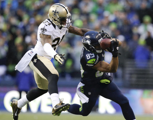 Seattle Seahawks wide receiver Doug Baldwin, right, catches a pass against New Orleans Saints cornerback Corey White during the fourth quarter of an NFC divisional playoff NFL football game in Seattle, Saturday, Jan. 11, 2014. The Seahawks won 23-15. (AP Photo/John Froschauer)