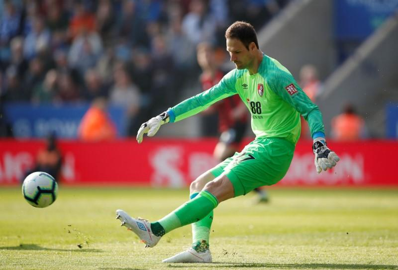 Bournemouth's Begovic joins AC Milan on loan