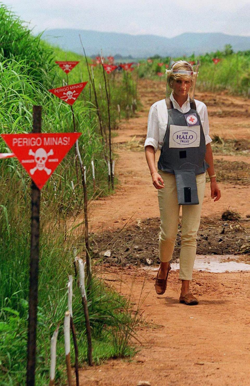 Princess Diana touring an Angolan minefield in body armour. (PA)