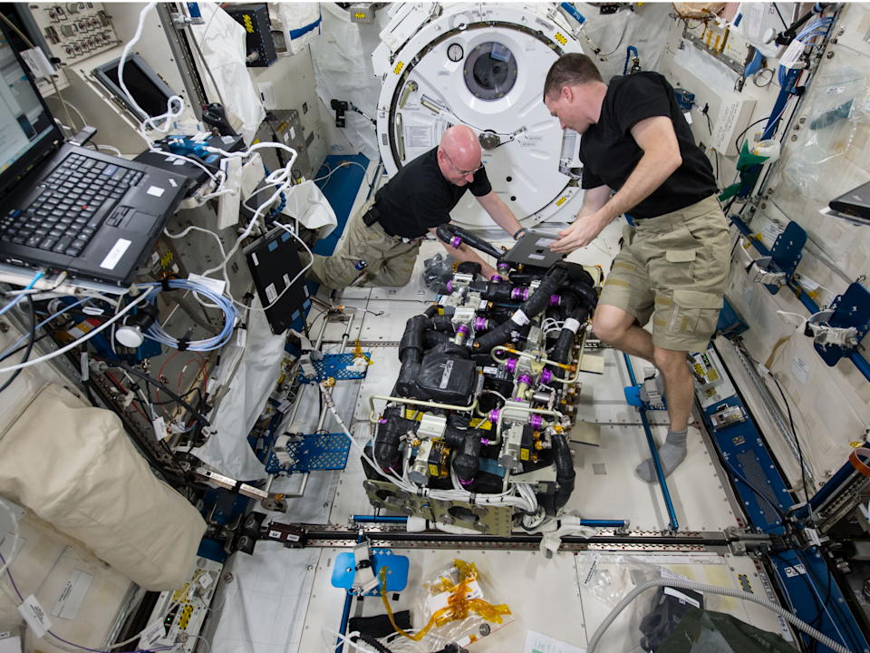 astronauts iss space station