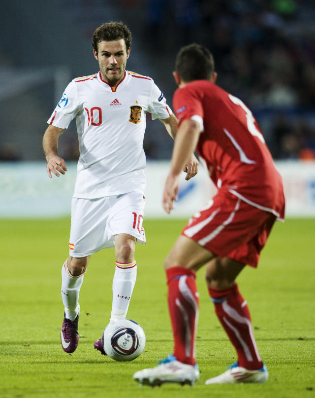Spain's Juan Mata (L) vies with Swiss's Philippe Koch during the UEFA Under-21 European Championship final football match Spain vs Switzerland at the Aarhus Stadium, on June 25, 2011. AFP PHOTO/JONATHAN NACKSTRAND (Photo credit should read JONATHAN NACKSTRAND/AFP/Getty Images)
