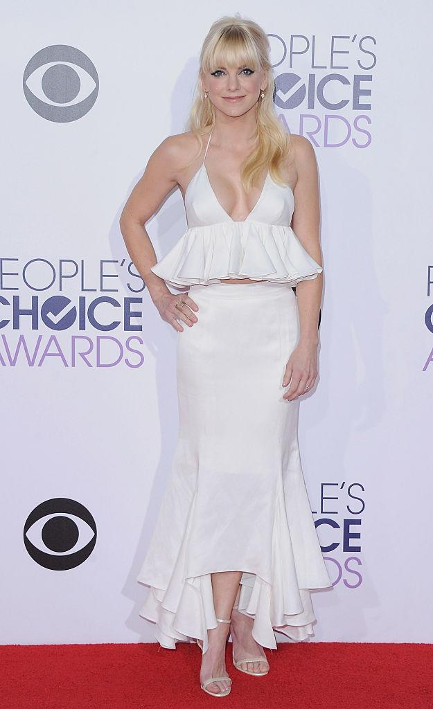 Anna Faris co-hosted in 2015 and wore a two-piece by Juan Carlos Obando on the red carpet. (Photo: Getty Images)