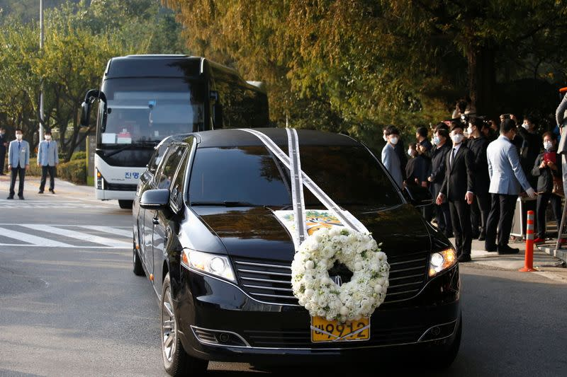 A hearse carrying the body of Lee Kun-hee, leader of Samsung Group, travels at a hospital in Seoul